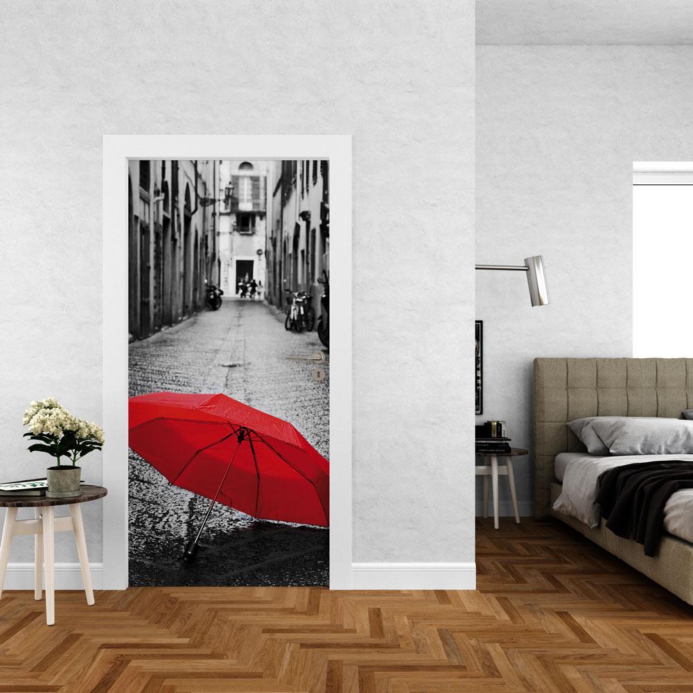 Αυτοκόλλητο πόρτας - Κόκκινη Ομπρέλα σε Δρόμο 02